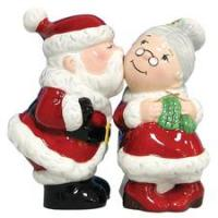Westland Giftware Mwah! Santa & Mrs. Claus Kissing 4